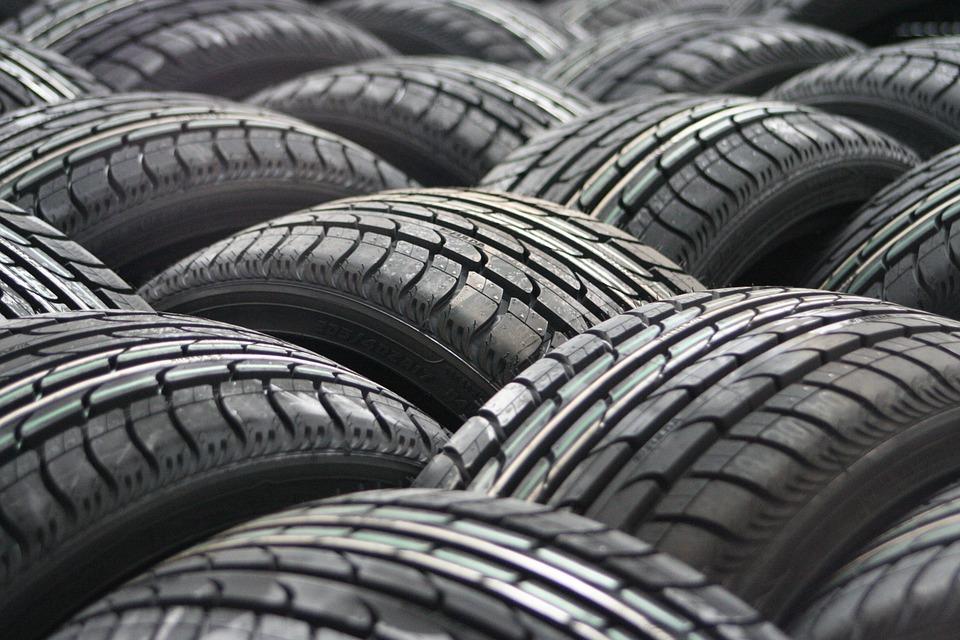 ¿Cubre el seguro los neumáticos?