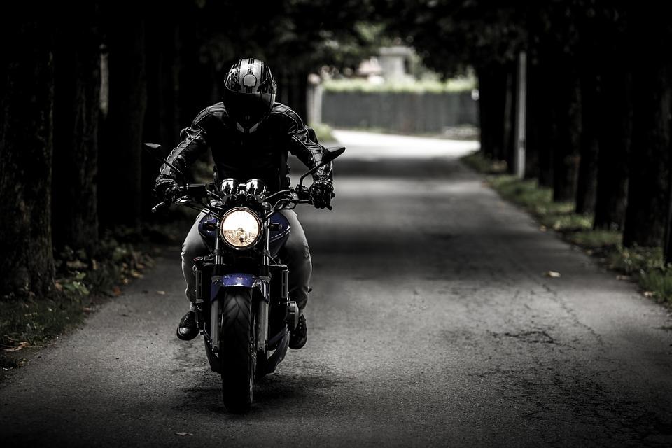 Consejos y parámetros a conocer antes de contratar tu póliza de moto