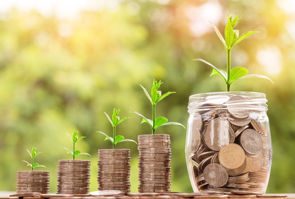 ¿Cómo puedo ahorrar dinero al contratar una póliza de salud?
