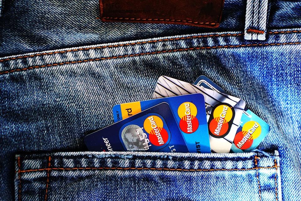 tarjetas-revolving-espiral-deudas-como-salir